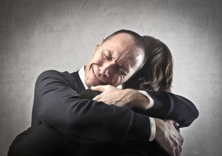 sad man: Hombre triste abrazando a su esposa