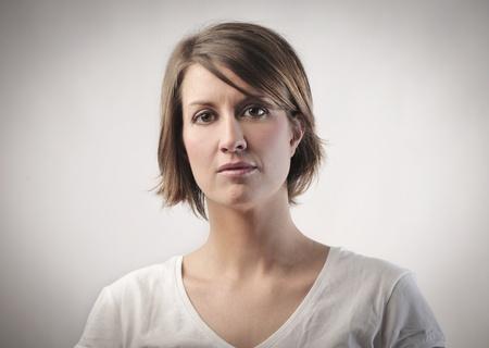 retrato: Mujer joven grave