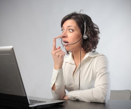 stupor: Vendedora en la oficina con nariz larga