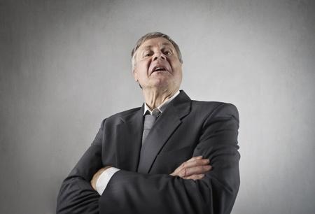 desprecio: Hombre de negocios superior snob con la expresión desdeñada
