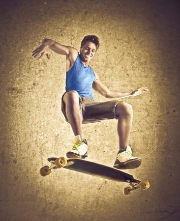niño en patines: Sonriente joven skate