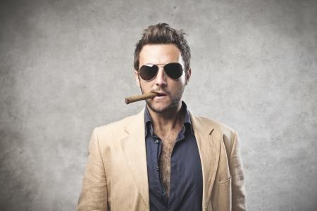 cigarro: Gangstar fumando un cigarro Foto de archivo