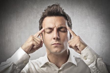 hoofdpijn: Jongen richt