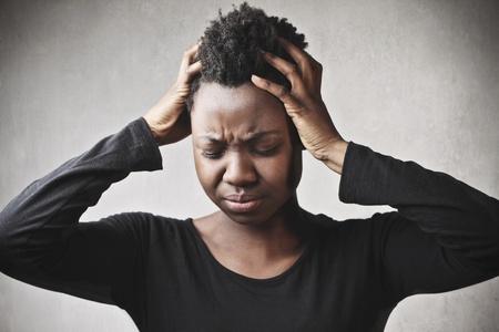 mujer llorando: Chica negro Desperate