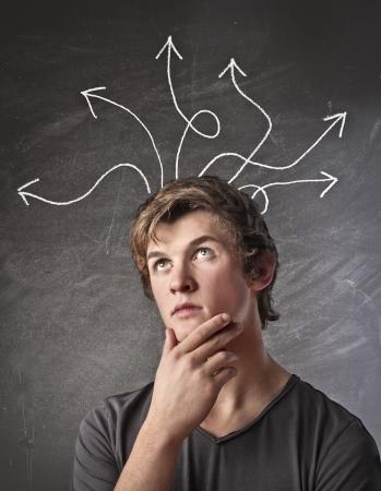 confundido: Chico rubio pensar una soluci�n a un problema