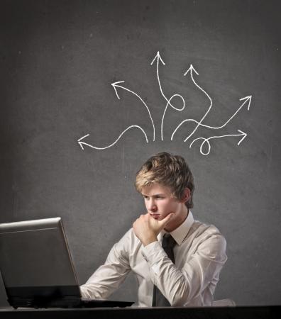uncertain: Hombre de negocios pensando en una soluci�n a un problema