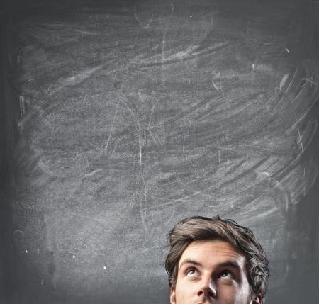 hombre pensando: Hombre que piensa