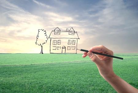 Mano disegno di una casa in un campo grande grazia Archivio Fotografico