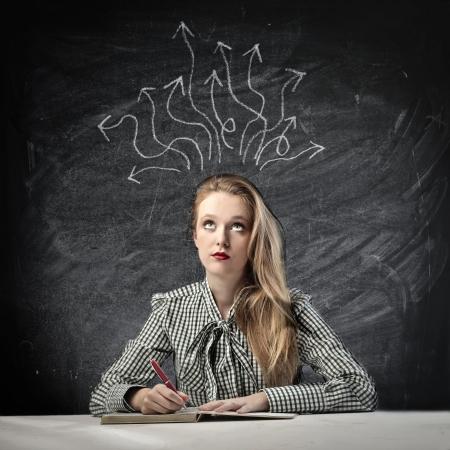 logica: Hermosa chica rubia pensando en una solución Foto de archivo