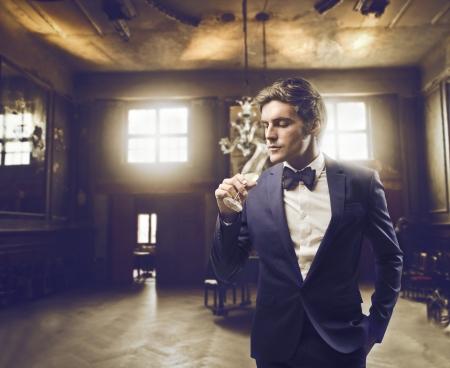 tie bow: Uomo in una location elegante Archivio Fotografico