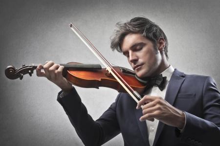 violist: Violist speelt zijn viool Stockfoto