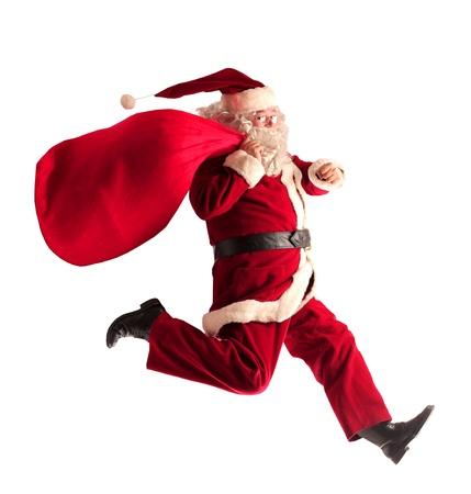 산타 클로스: 산타 클로스는 선물의 전체 그의 자루와 함께 실행 스톡 사진