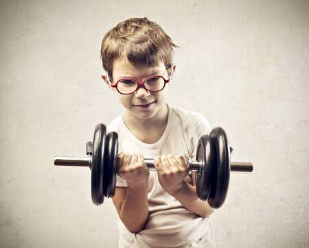 responsabilidad: peso del niño con las dos manos Foto de archivo