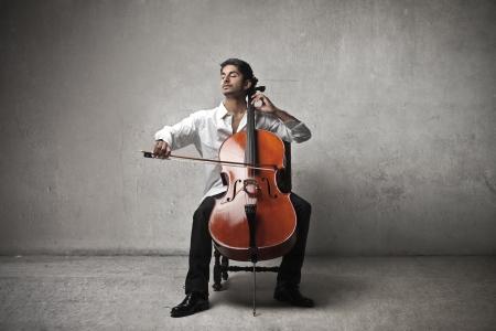 열정: 음악가 첼로를 연주 스톡 사진
