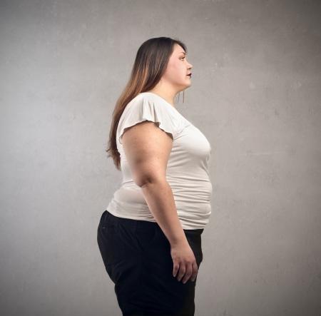 지방: 비만 한 젊은 여자