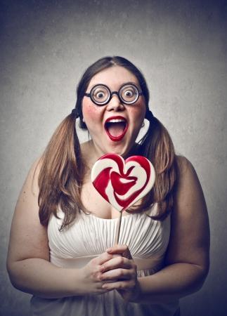 mujer fea: mujer joven sorprendido con coletas y piruleta Foto de archivo