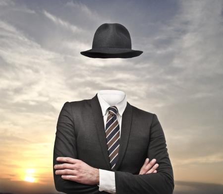 niewidoczny: niewidzialny biznesmen z kapeluszem