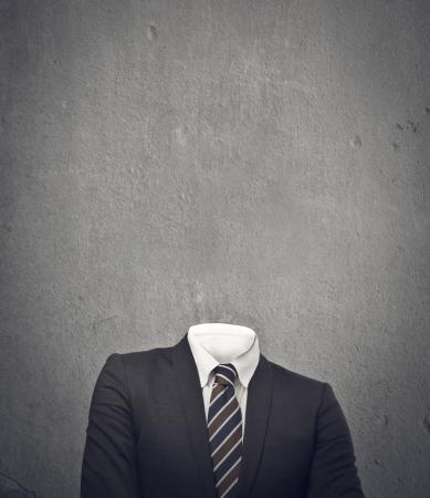 niewidoczny: niewidzialny biznesmen na szarym tle