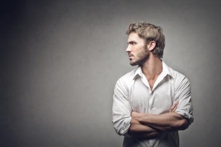 灰色の背景でハンサムな男の横顔 写真素材