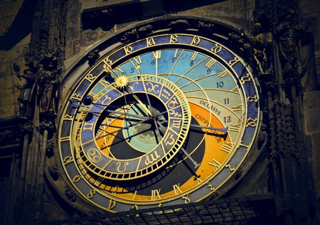 reloj de pendulo: reloj de una iglesia en Praga
