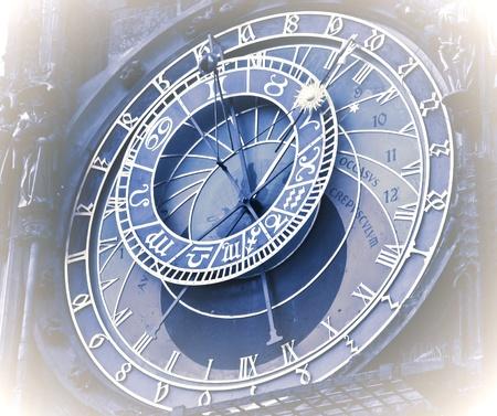 reloj de pendulo: Reloj de la torre del campanario en Praga
