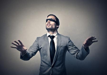 ojos vendados: empresario ciego Foto de archivo