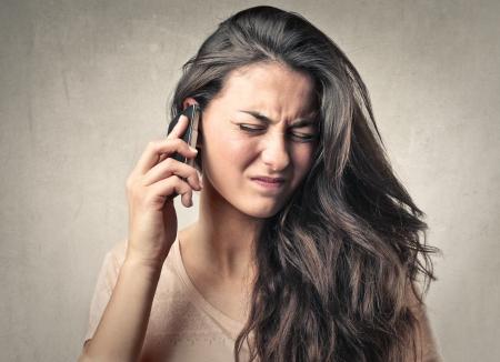 contaminacion acustica: mujer llamando Foto de archivo