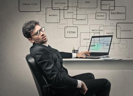 weariness: hombre de negocios en el trabajo