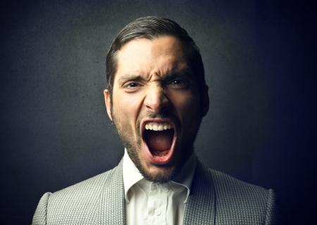 maligno: hombre gritando
