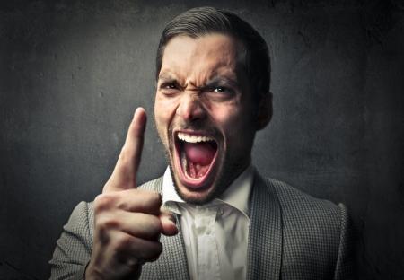 loco: hombre gritando