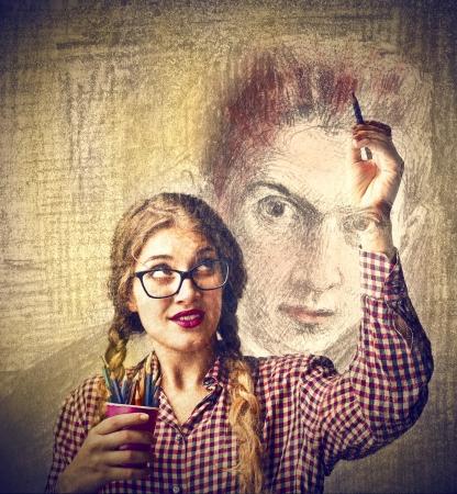 femme dessin: Femme dessinant un portrait