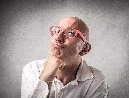 hombre pensando: hombre de pensamiento duro Foto de archivo