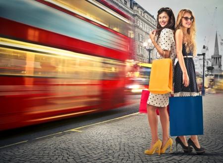 いくつかの買い物をしている若い女性 写真素材