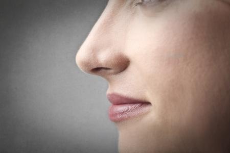 vrouw de neus Stockfoto