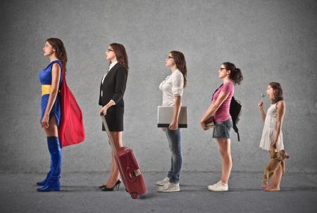 evolucion: el crecimiento de una mujer en una s�per mujer Foto de archivo