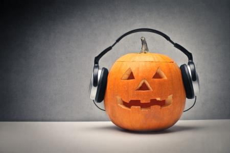 Kürbis mit Kopfhörern Standard-Bild - 22756759