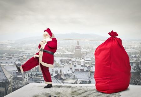サンタは、プレゼントの完全な袋でクラウス 写真素材
