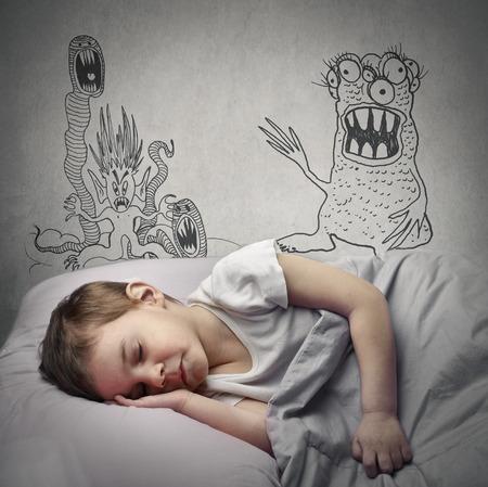 garçon à avoir des cauchemars Banque d'images
