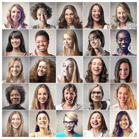 femmes souriantes: les filles Banque d'images