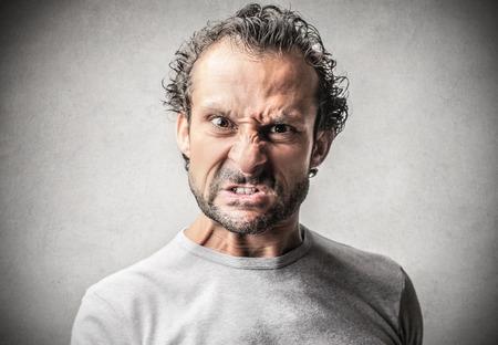 viso uomo: uomo arrabbiato
