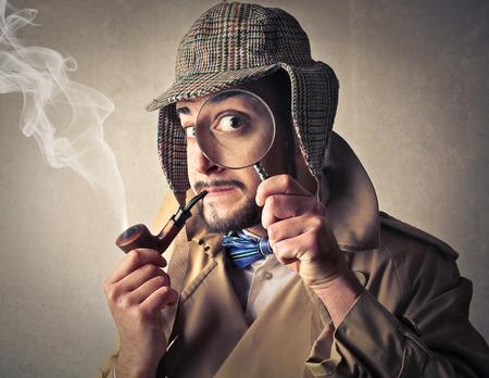 hombre fumando: investigación Foto de archivo