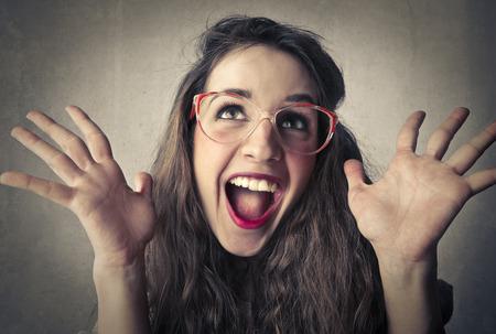 carita feliz: chica expresión de asombro
