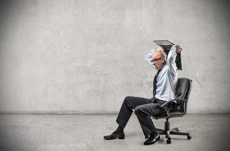 tecnología informatica: Hombre de negocios enojado
