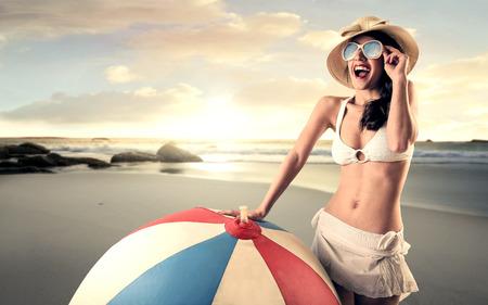 ビーチで遊ぶに巨大なボール 写真素材