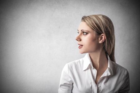 perfil de mujer rostro: Empresaria mirando a otro lado Foto de archivo