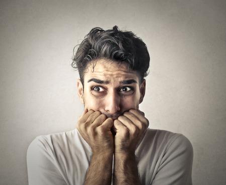 preocupacion: Hombre temeroso