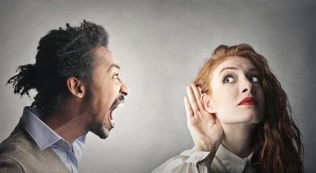 escuchar: i No te oigo! Foto de archivo
