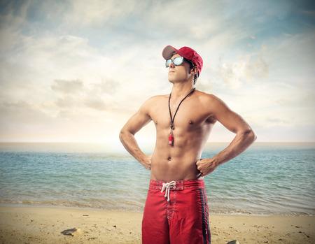 sonnenbrille: Handsome Rettungsschwimmer Lizenzfreie Bilder