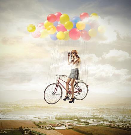 mosca: Volar con una bicicleta Foto de archivo