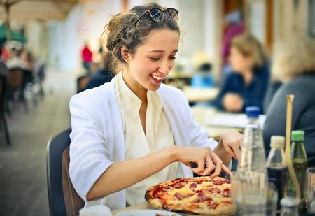 italienisches essen: Eine leckere Pizza